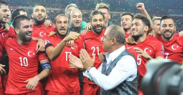 Trabzonspor taraftarlarından 'Türkiye'yi EURO 2016'ya almayın' kampanyası