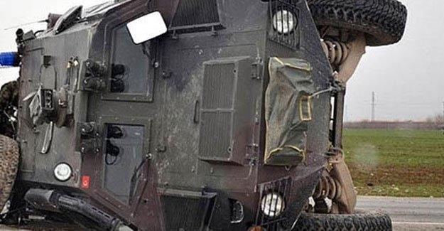 Askeri araç devrildi: 1 asker hayatını kaybetti