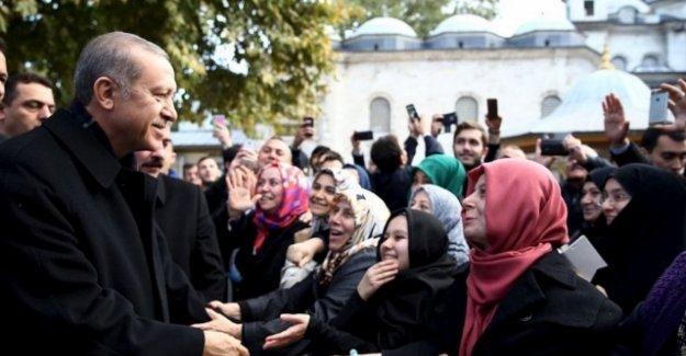 Ayşe Hür: Erdoğan,  halifelik makamını ihya etmeye çalışıyor