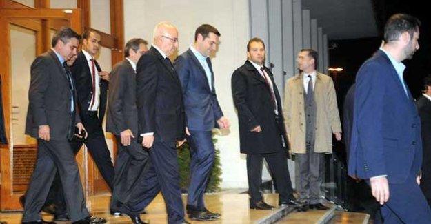 Tsipras İstanbul'da; Davutoğlu ile maç izleyecek