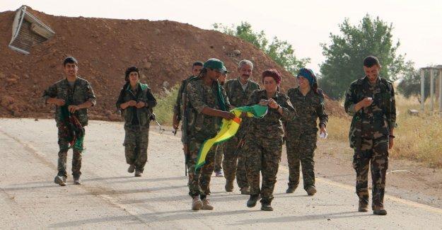 'Etnik temizlikle suçlanan Kürtler Tel Ebyad'da yeni yönetimi Arap, Türkmen ve Ermenilerle inşa etti'