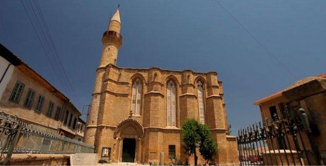Kıbrıs'ta üç camide sabah ezanının hoparlörden okunması yasaklandı