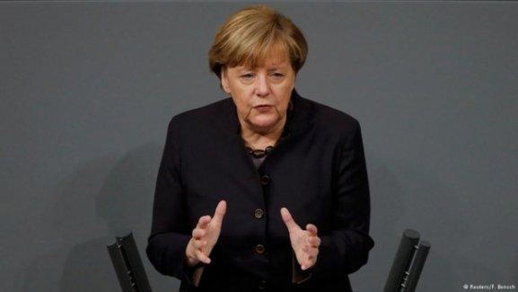 Merkel: Gerilimi azaltmak için her şeyi yapın