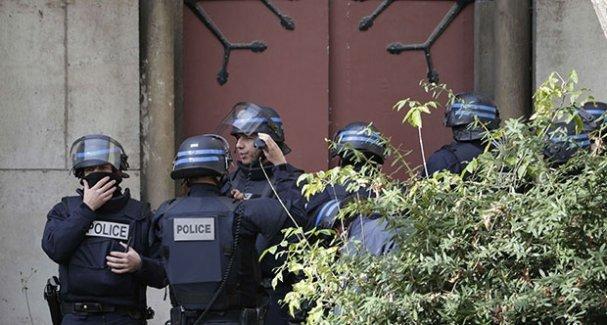 Paris'te kiliseye operasyon