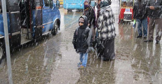 Beklenen kar, İstanbul'a ulaştı