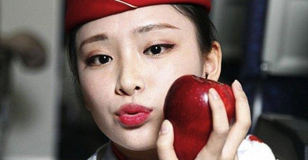 Çin'de hosteslerin öptüğü elmalar internette satılıyor