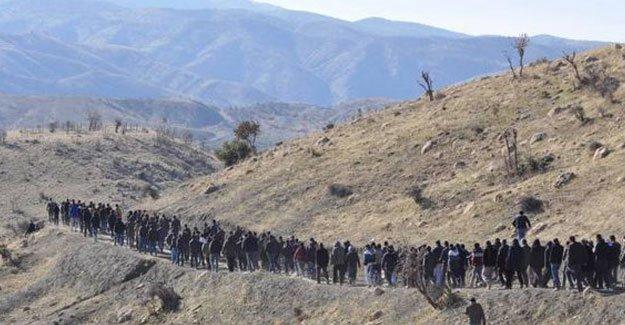 DİHA: Cizre'ye yürüyen kitlenin yakınına top atışları