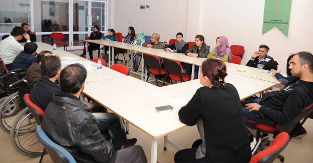 Diyarbakır'da engelliler Tartışma Atölyesi'yle özgüven kazanıyor