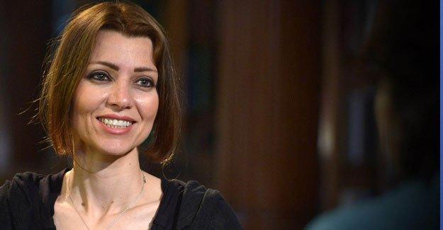 Elif Şafak: Türkiye'de demokrasi sallantıda