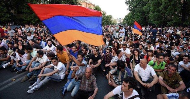 Ermenistan yeni anayasa için sandığa gidiyor