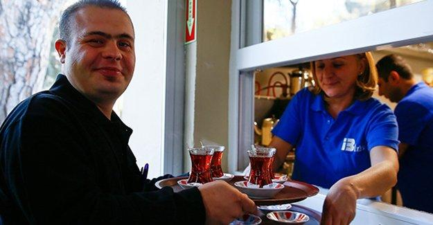 İzmir'de Down Sendromluların çalışacağı +1 Down Kafe açıldı