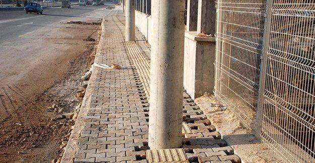 Kastamonu'da görme engelliler için yapılan yola direk engeli