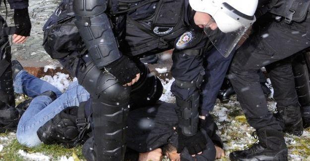 Kocaeli Üniversitesi'nde Roboski katliamını anan öğrenciler dövülerek gözaltına alındı