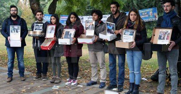 Öğrencilerden 17 Aralık'ın yıldönümünde ayakkabı kutulu ve dolarlı eylem