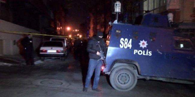 Polis baskını, iki kadın öldürüldü