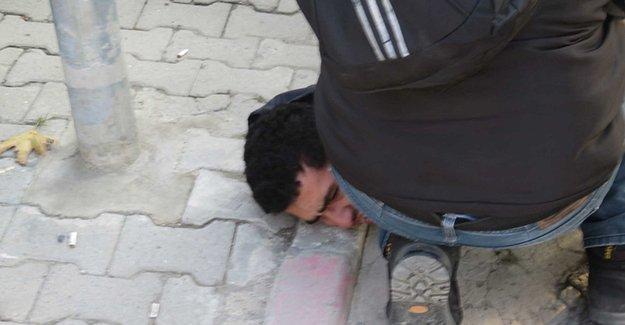 Polis, Hasan Ferit davası öncesinde oturma eylemi yapan kişileri gözaltına aldı