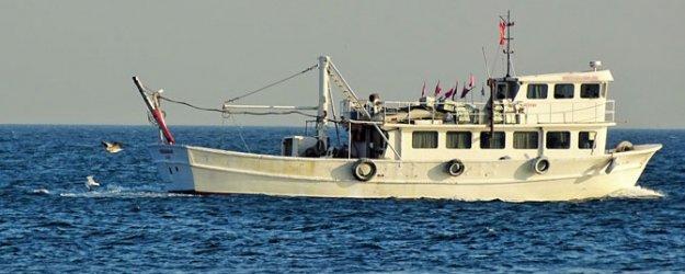 Rus savaş gemisinden Türk teknesine uyarı ateşi