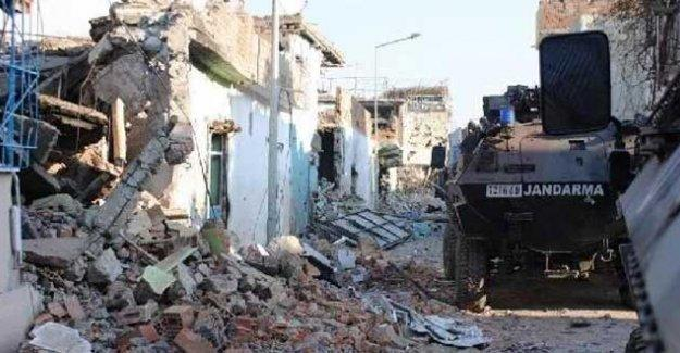 Sur'da bir genç öldürüldü; Dargeçit'te iki kişi hayatını kaybetti