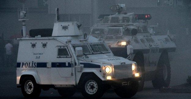 Sur'da polis aracına roketatarlı saldırı: 4 polis yaralı