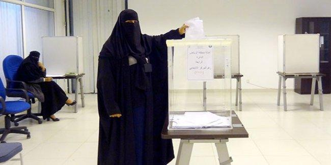 Suudi kadınlar ilk kez sandık başında