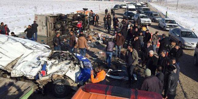 Van'da öğrencileri taşıyan araç devrildi: 11 ölü, 6 yaralı