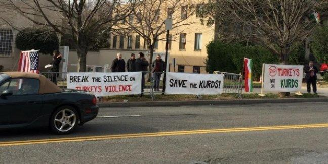 ABD'deki Kürtler'den Türk Büyükelçiliği önünde nöbet eylemi