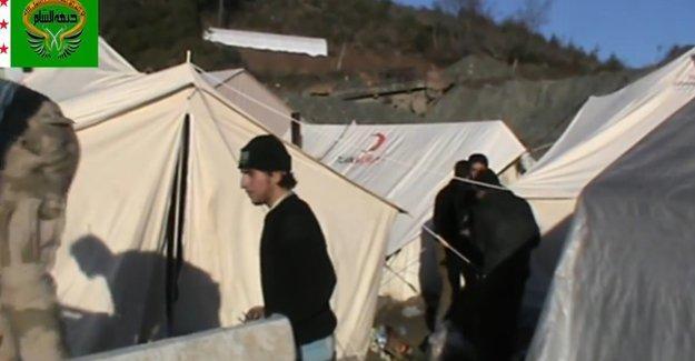 Cihatçıların silah ve mühimmat dolu çadırları Türk Kızılayı'ndan