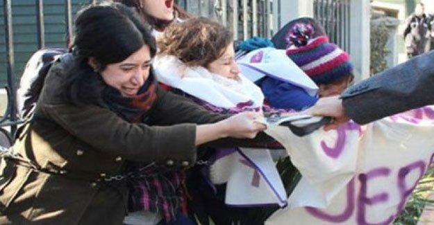 Diyanet'i protesto eden kadınlar gözaltına alındı