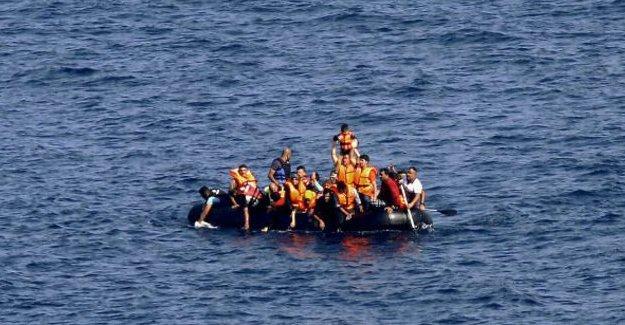 Girit açıklarında sığınmacıları taşıyan tekne battı