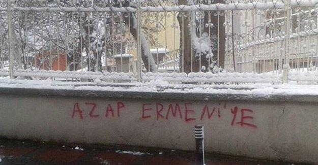 Ermeni okuluna ırkçı yazılama: Azap Ermeni'ye