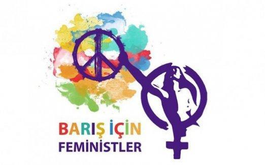 Feministler de barış isteyen akademisyenlerin yanında
