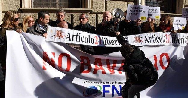 İtalyan gazetecilerden Türkiye'deki tutuklu meslektaşlarına destek