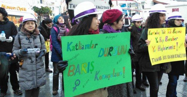 Kadınlar 'barış nöbetlerine' bu sefer Şişli'de devam ediyor
