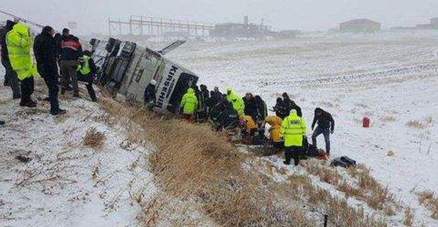 Kırşehir'de otobüs devrildi: 9 ölü