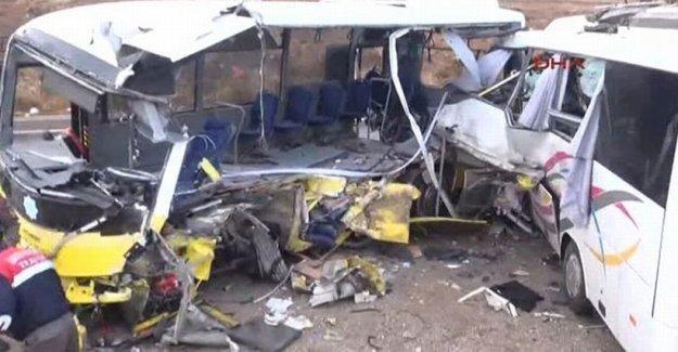 Öğrenci servisi ile halk otobüsü çarpıştı: 2 ölü, 11 yaralı