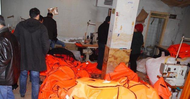 Sahte can yeleklerinin ele geçirildiği imalathanede Suriyeli çocuklar çalıştırılıyor
