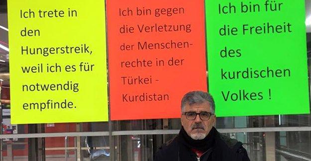 Sokağa çıkma yasaklarına dikkat çekmek için Avusturya'da açlık grevi