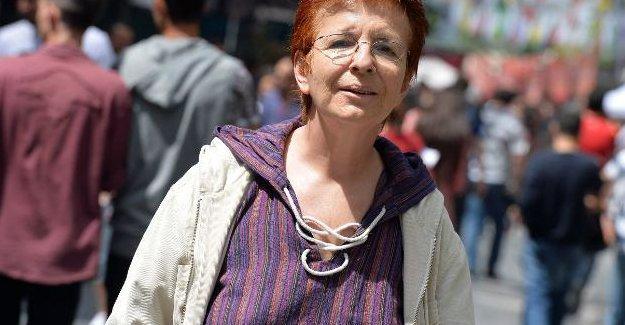 Yazar akademisyen Sibel Özbudun facebook paylaşımından yargılanacak