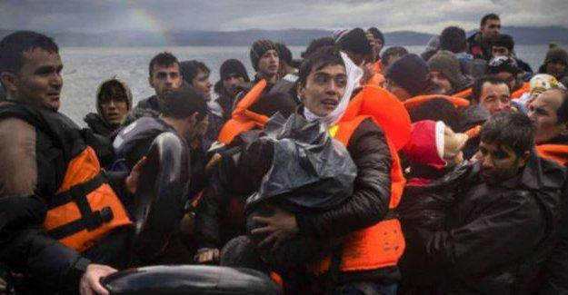 Yunanistan: Türkiye insan kaçakçılarına yardım ediyor