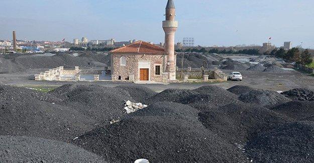 400 yıllık cami moloz yığınının içinde kaldı