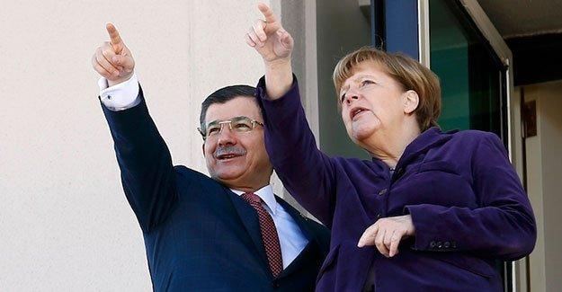Davutoğlu'dan Merkel'e: PYD'ye izin vermeyeceğiz
