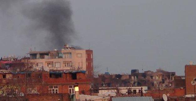 DİHA: Sur'da sivillerin bulunduğu bina bombalandı