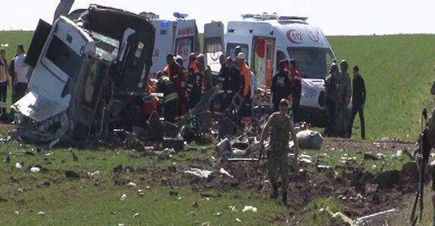 Diyarbakır'da askeri aracın geçişi sırasında patlama: 6 asker öldü