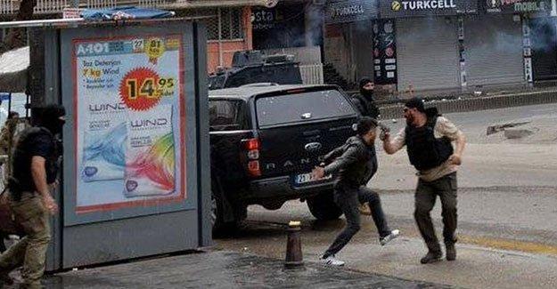 Diyarbakır'da silahlı gözaltı