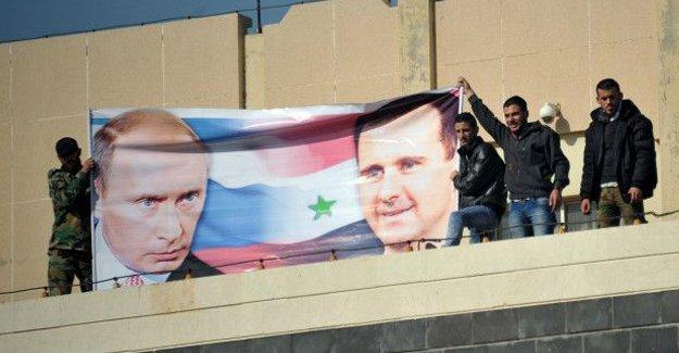 Economist: Esad'ın gitmesini isteyen Obama gidecek Esad kalacak