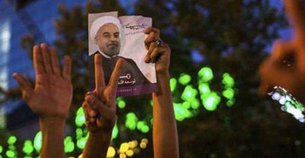 İran'daki seçimleri Ruhani ve reformcular kazandı