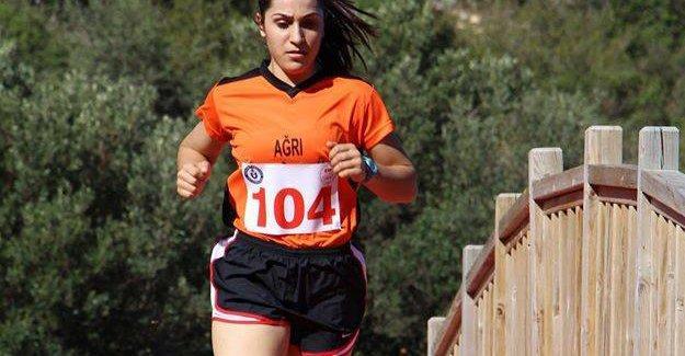 Kuşadası'nda Ağrı İbrahim Çeçen Üniversitesi sporcuları rüzgarı