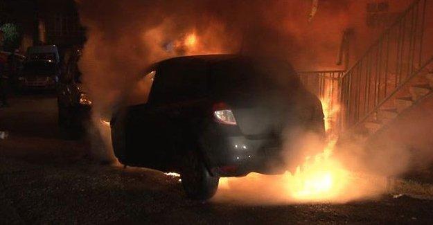 Okmeydanı'nda 4 araç kundaklandı