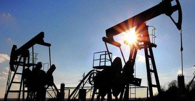 Rusya ve OPEC'ten petrol üretimini dondurma kararı