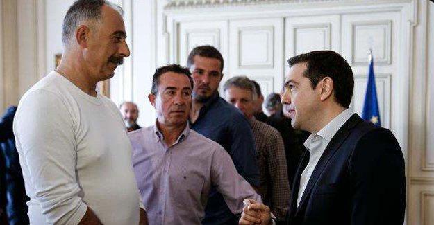 Tsipras eylem yapan çiftçilerle biraraya geldi